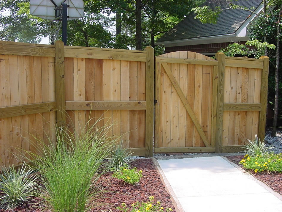 Wooden Privacy Fence Contractor | South Texas Fence and ...